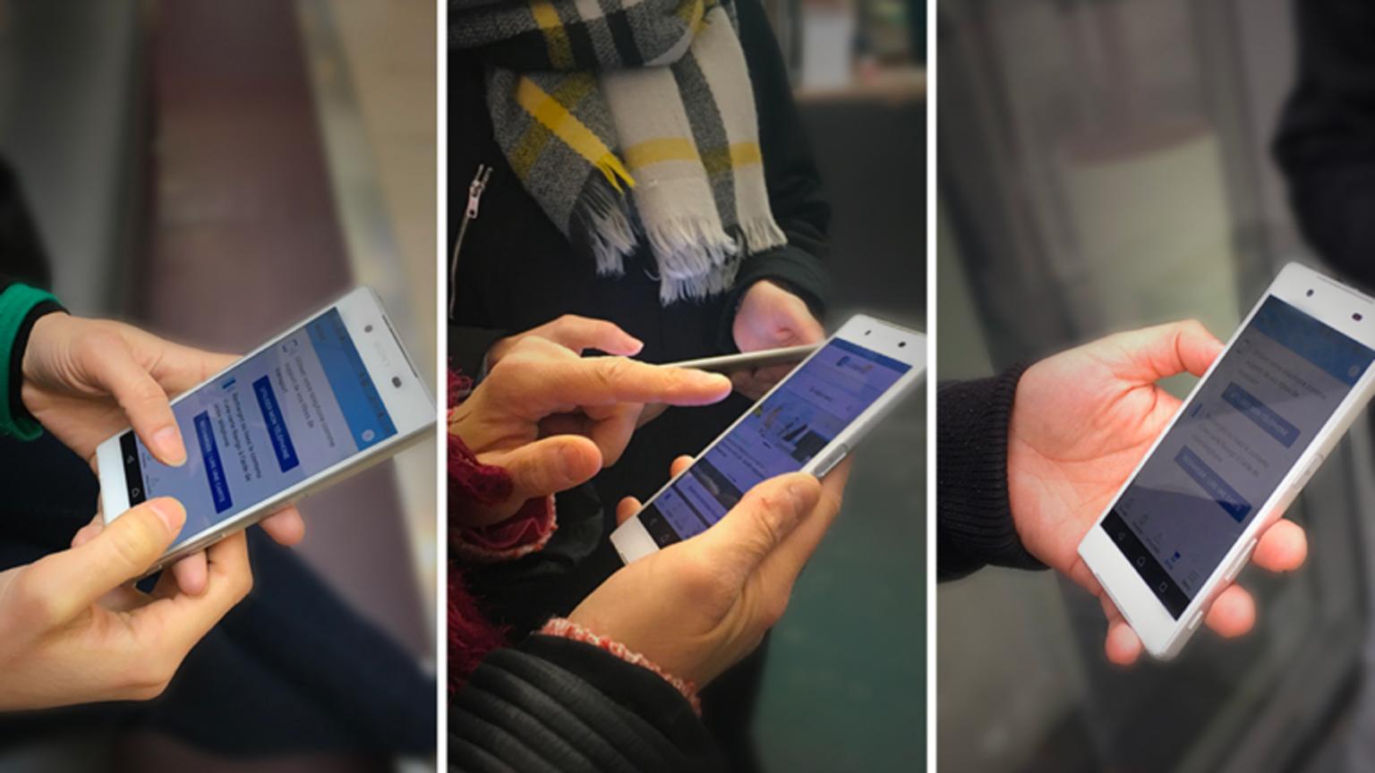 Photo de personnes tenant un téléphone portable avec l'application VVianavigo